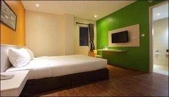 Dragon Inn Kemayoran - Deluxe Room Regular Plan