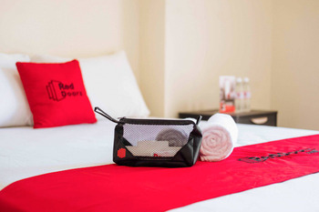 RedDoorz near Pentacity Balikpapan Balikpapan - RedDoorz Room Best Deal