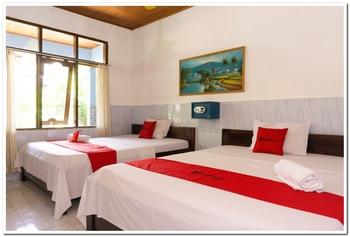 RedDoorz near Gili Trawangan Port Lombok - RedDoorz Twin Room Best Deal