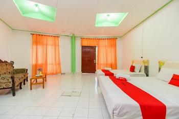 RedDoorz @ Tuktuk Danau Toba Danau Toba - RedDoorz Family Room Basic Deal