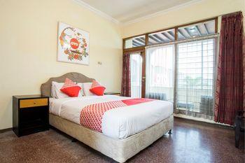 OYO 1238 Hotel Perdana Yogyakarta - Deluxe Double Room Regular Plan