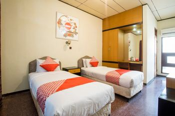 OYO 1238 Hotel Perdana Yogyakarta - Standard Twin Room Regular Plan