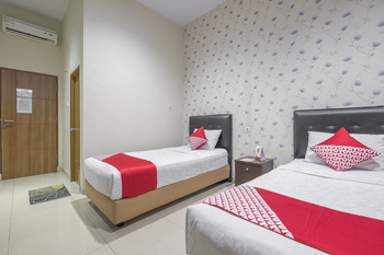 OYO 928 Hotel Astra Novilia Makassar -  Deluxe Twin Room Regular Plan