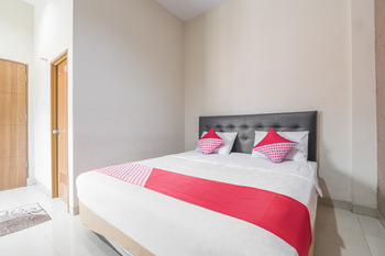 OYO 928 Hotel Astra Novilia Makassar - Standard Double Room Regular Plan