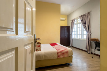OYO 596 Wisma Sudirman Medan - Standard Double Room Regular Plan