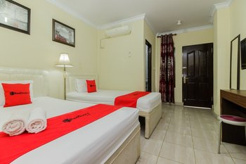 RedDoorz @ Malalayang 2 Manado Manado - RedDoorz Twin Room with Breakfast Last Minute