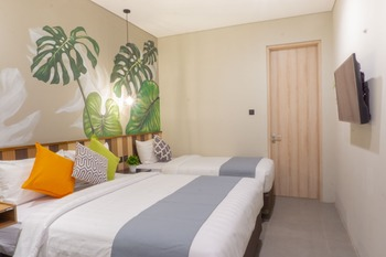 Hue B&B Bandung - Triple Room Only Basic Deal Save 50%