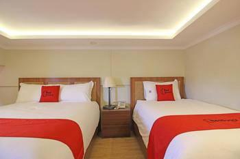 RedDoorz Plus near Hartono Mall 2 Jogja - RedDoorz Premium with Breakfast Regular Plan