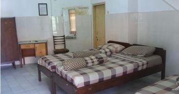 Hotel Indah Syariah Surabaya - Standard Twin Room Only NRF Minimum Stay