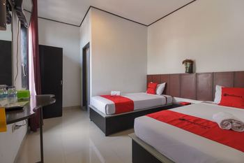 RedDoorz near Jalan Sudirman Padang Padang - RedDoorz Twin Room Regular Plan