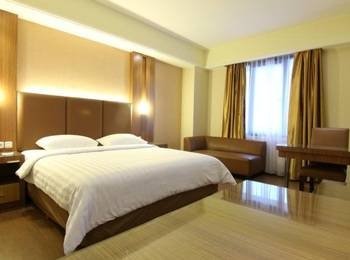 Dominic Hotel Purwokerto Banyumas - Deluxe Room (1 Bed Besar) Include Breakfast 2 Person Regular Plan