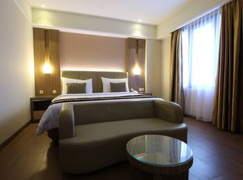 Dominic Hotel Purwokerto Banyumas - Junior Suite Room (1 bed besar) Include Breakfast 2 Person Regular Plan