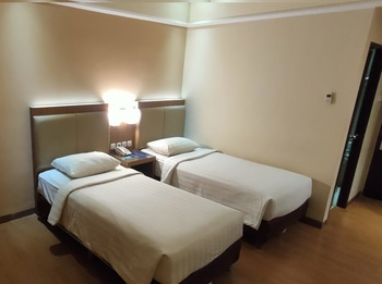 Dominic Hotel Purwokerto Banyumas - Superior (2 Bed / Twin Bed) Include Breakfast 2 Persons Regular Plan