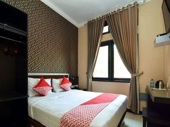 OYO 1396 D' Best Homestay Surabaya - Deluxe Double Room Regular Plan