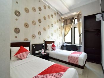OYO 1396 D' Best Homestay Surabaya - Deluxe Twin Room Regular Plan