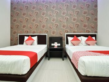 OYO 1396 D' Best Homestay Surabaya - Deluxe Family Room Regular Plan
