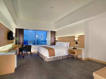 Golden City Hotel and Convention Center Semarang - Deluxe Room Only Regular Plan