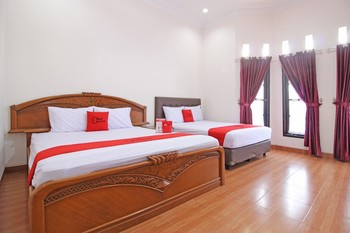 RedDoorz near UMY Yogyakarta Yogyakarta - RedDoorz Family Room with Breakfast Regular Plan