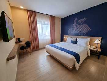Arte Hotel Malioboro Yogyakarta Jogja - Deluxe Queen Bed Room Only Regular Plan