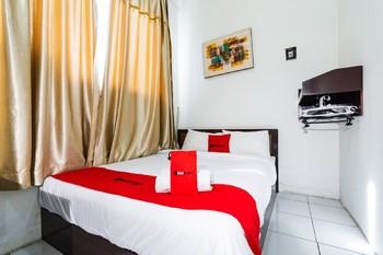 RedDoorz @ Hertasning Area 2 Makassar - RedDoorz Room Gajian