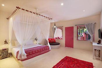 Pink Coco Hotel Bali - Grande Room Pool View Regular Plan