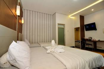 MGriya Guest House Banyumas - Family Room Only I LOVE YOU
