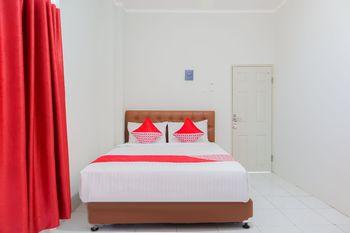 OYO 1219 Wisma Anton Soedjarwo Depok - Deluxe Double Room Regular Plan