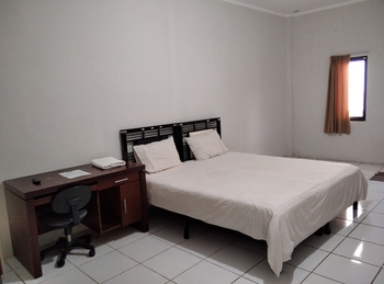 Wisma Anton Soedjarwo Depok - Deluxe Double Room Regular Plan