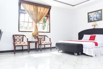 RedDoorz Plus @ Amahusu Ambon Ambon - RedDoorz Suite Room Regular Plan