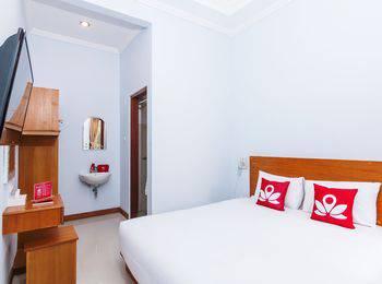 ZEN Premium Canggu Batu Villa Bali - Double Room Only Regular Plan