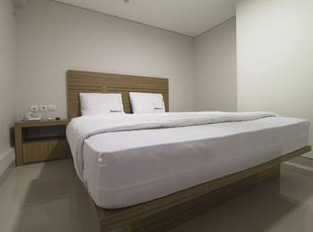 RedDoorz @Cibogo Bawah Bandung - Reddoorz Room Special Promo Gajian