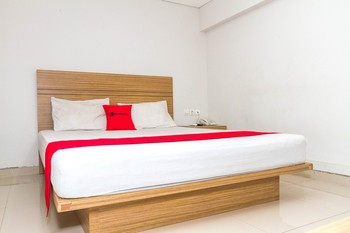 RedDoorz @Cibogo Bawah Bandung - Reddoorz Deluxe Room Regular Plan