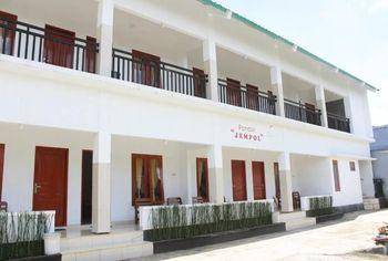 Pondok Jempol Tawangmangu Hotel
