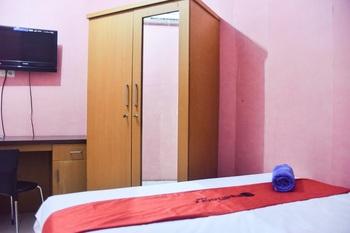 RedDoorz @ Pettarani Square Makassar - RedDoorz Room with Breakfast Basic Deal