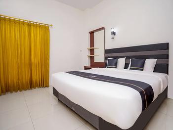 OYO 2695 D'es Guest House Samarinda - Indonesia Deluxe Double Room Regular Plan