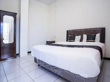 OYO 2695 D'es Guest House Samarinda - Indonesia Deluxe Twin Regular Plan