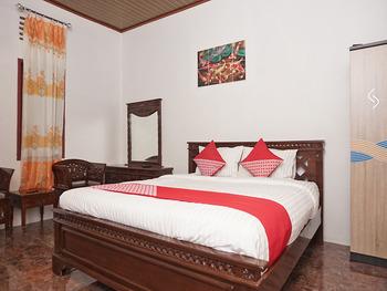 OYO 2410 Intan Hotel Karo - Deluxe Double Room Regular Plan