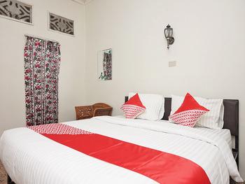 OYO 2410 Intan Hotel Karo - Standard Double Room Regular Plan