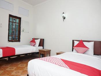 OYO 2410 Intan Hotel Karo - Standard Twin Room Regular Plan