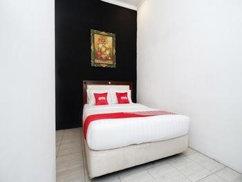 OYO 2055 Perdana Kasih Klaten - Deluxe Double Room Regular Plan