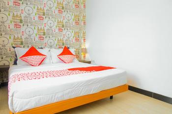 OYO 354 32 Guest House Malang - Standard Double Room Regular Plan