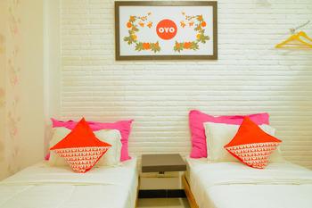 OYO 354 32 Guest House Malang - Standard Twin Room Regular Plan