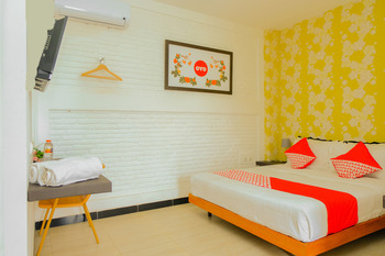 OYO 354 32 Guest House Malang - Suite Family  Regular Plan