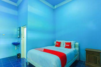 OYO 1774 Griya Dahlia Banyuwangi - Deluxe Double Room Regular Plan