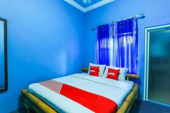 OYO 1774 Griya Dahlia Banyuwangi - Standard Double Room Regular Plan