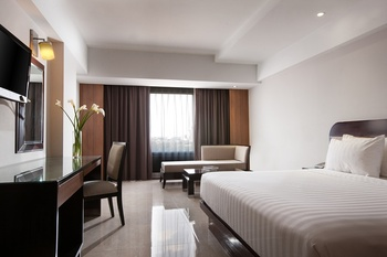 Hotel Santika Semarang - Executive King Staycation Offer Regular Plan