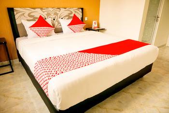 OYO 721 Sulaiman Residence Syariah Padang - Deluxe Double Room Regular Plan