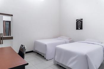 OYO Life 2952 Elohim Kost Jember - Standard Twin Room Last Minute Deal