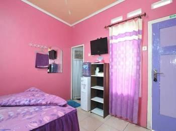 Darmo Homestay Malang - Standard Twin Regular Plan