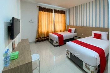 RedDoorz Plus @ Cemara Asri Medan Deli Serdang - RedDoorz Twin Room Basic Deal